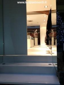 pavimento cemento bianco negozi